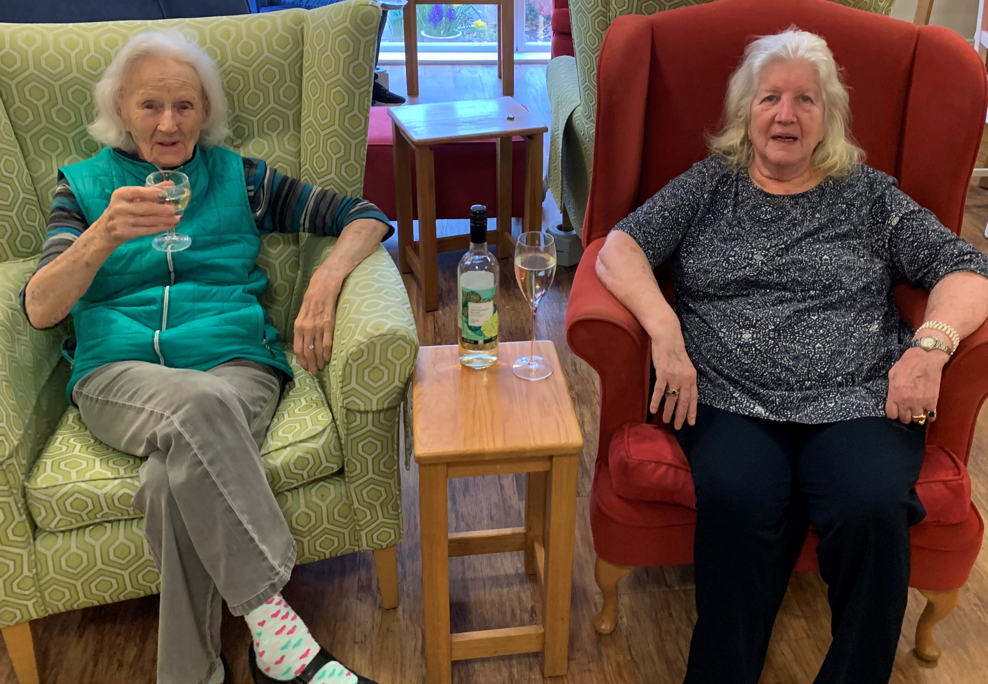 Sandie and Jo enjoy a glass of wine (002)