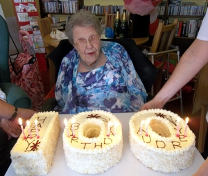 Audreys Birthday Audrey And Her 100th Cake