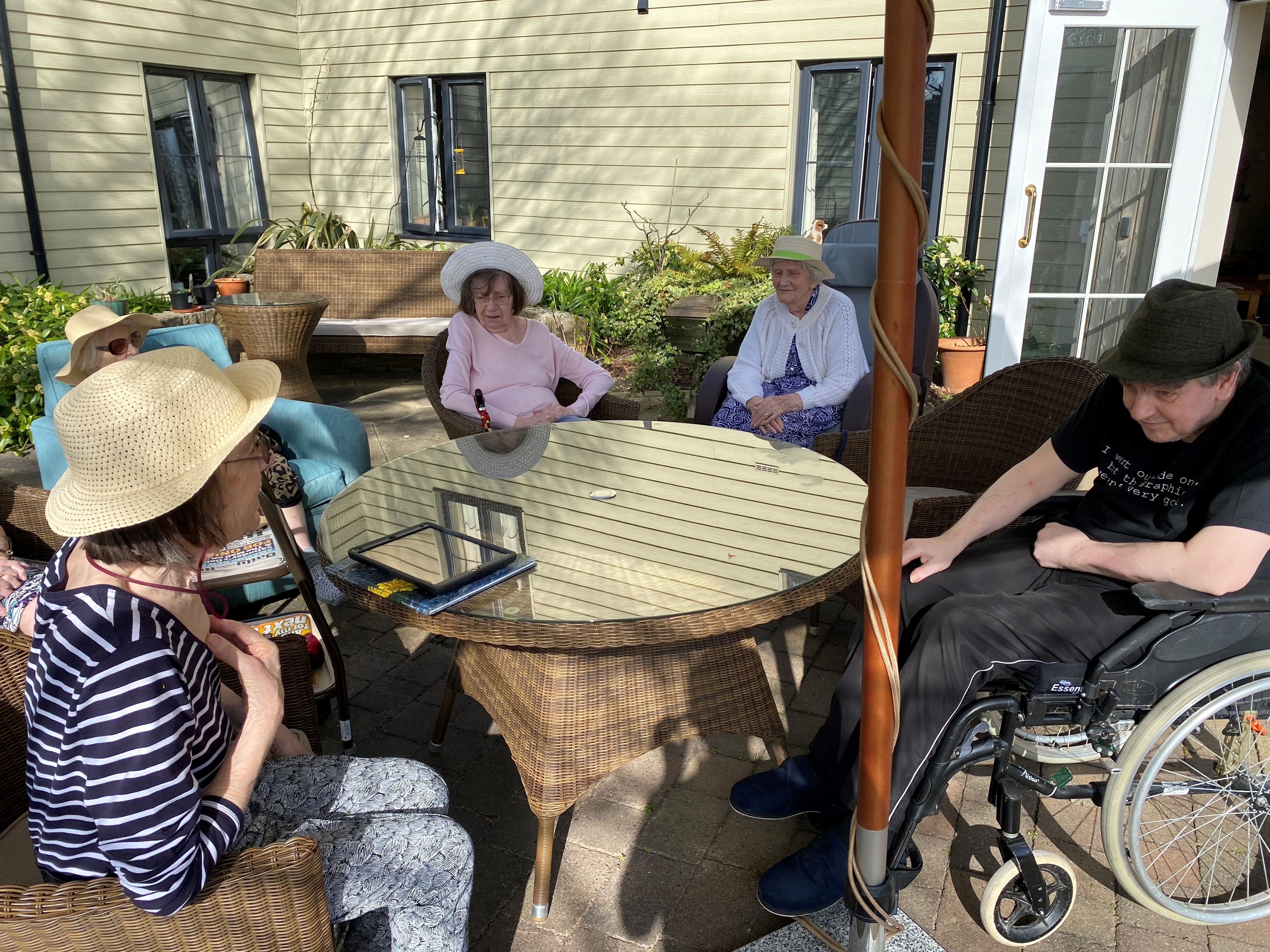 Afternoon tea in the sun (002)