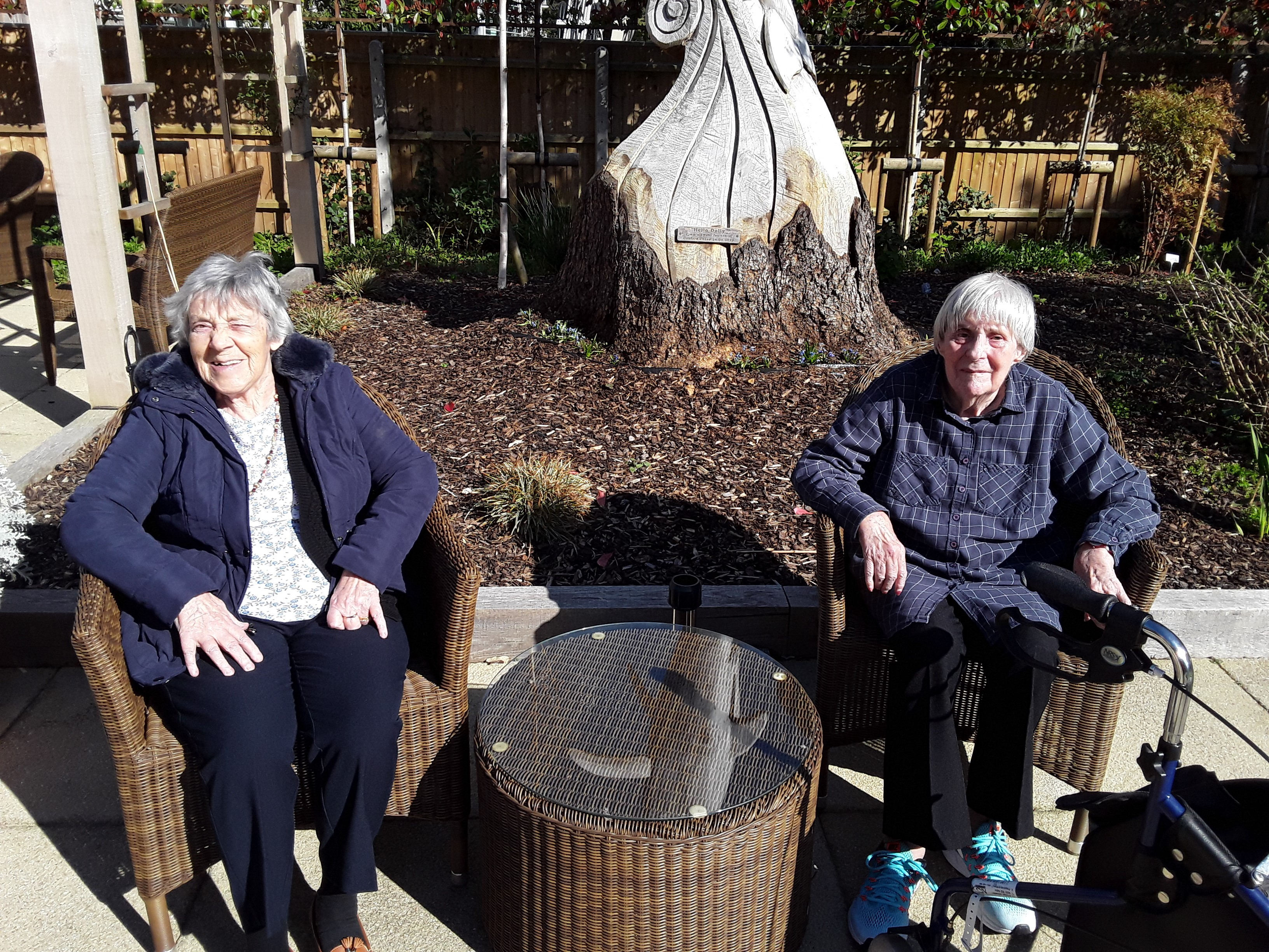 Jean N and Pat G enjoying a sunny aftrnoon in the garden (002)