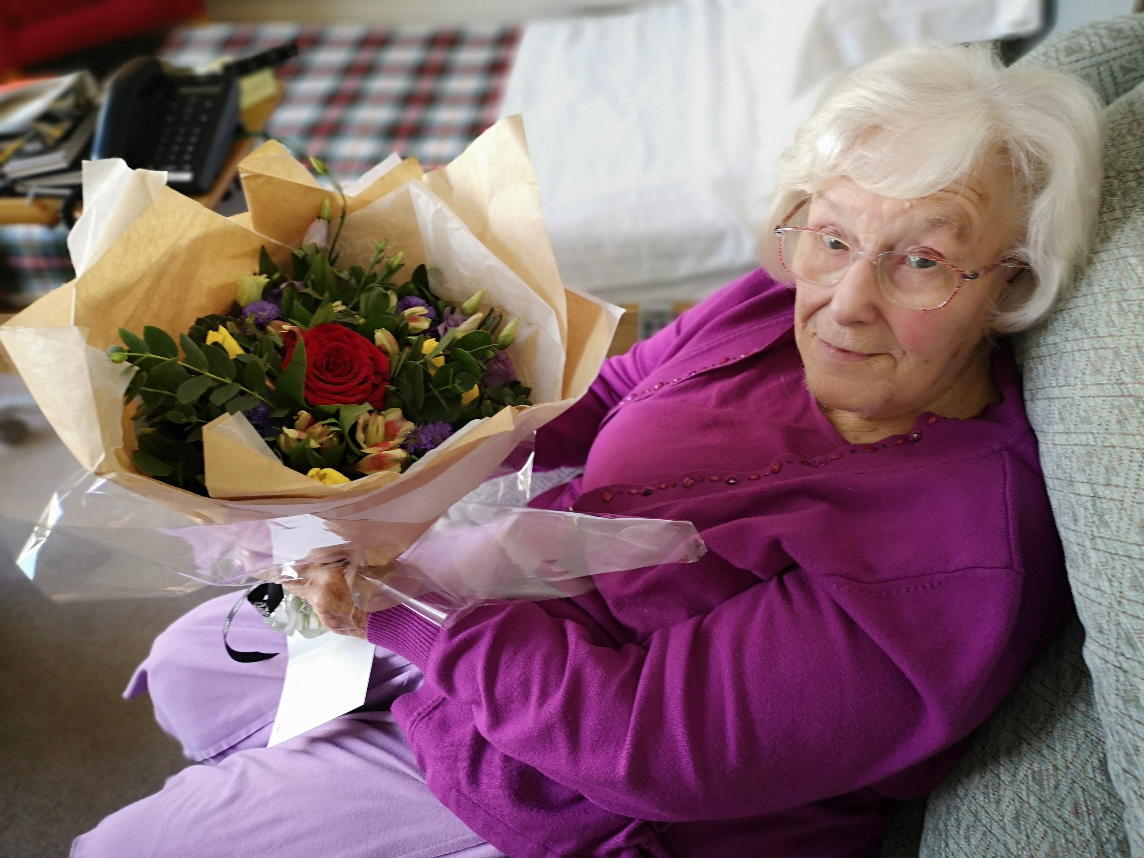 Picture Lady Pat - Received Flowers - Son  daughterin law - 8.12.20 (002)