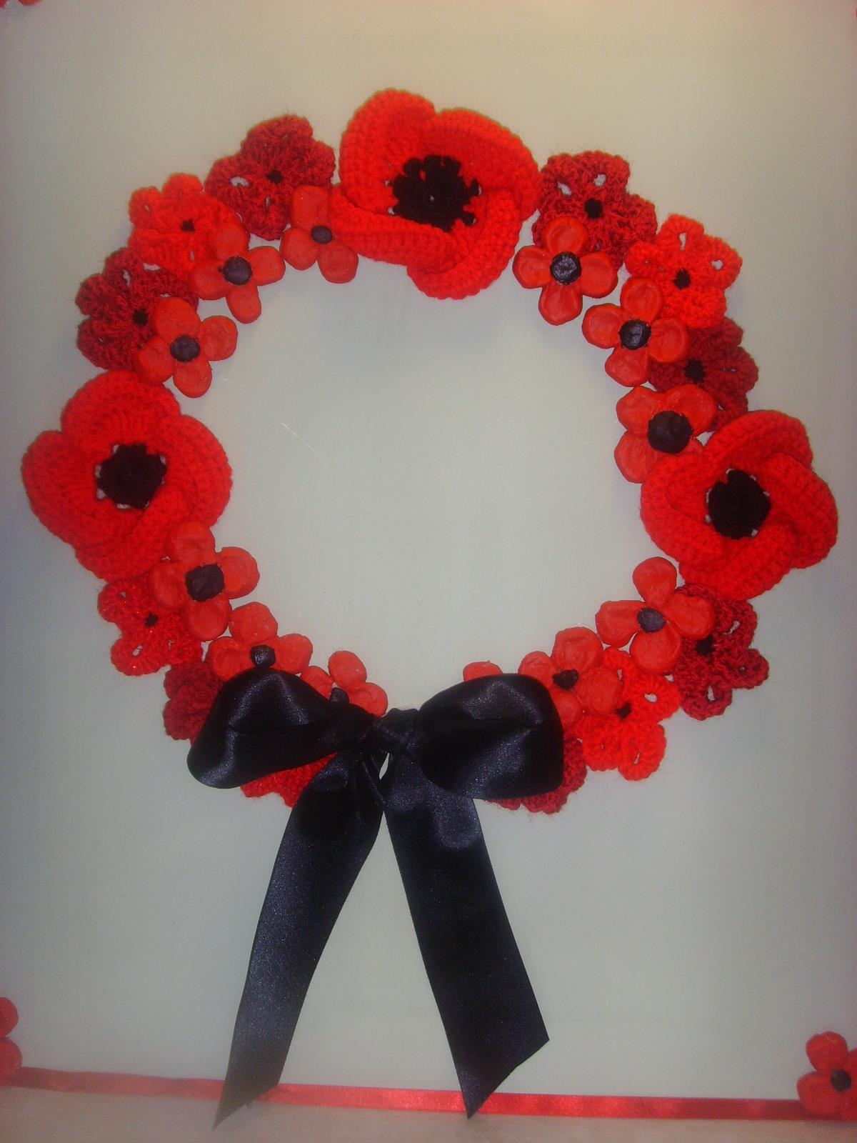 Poppy wreath with knitted donated poppies 2 (002)