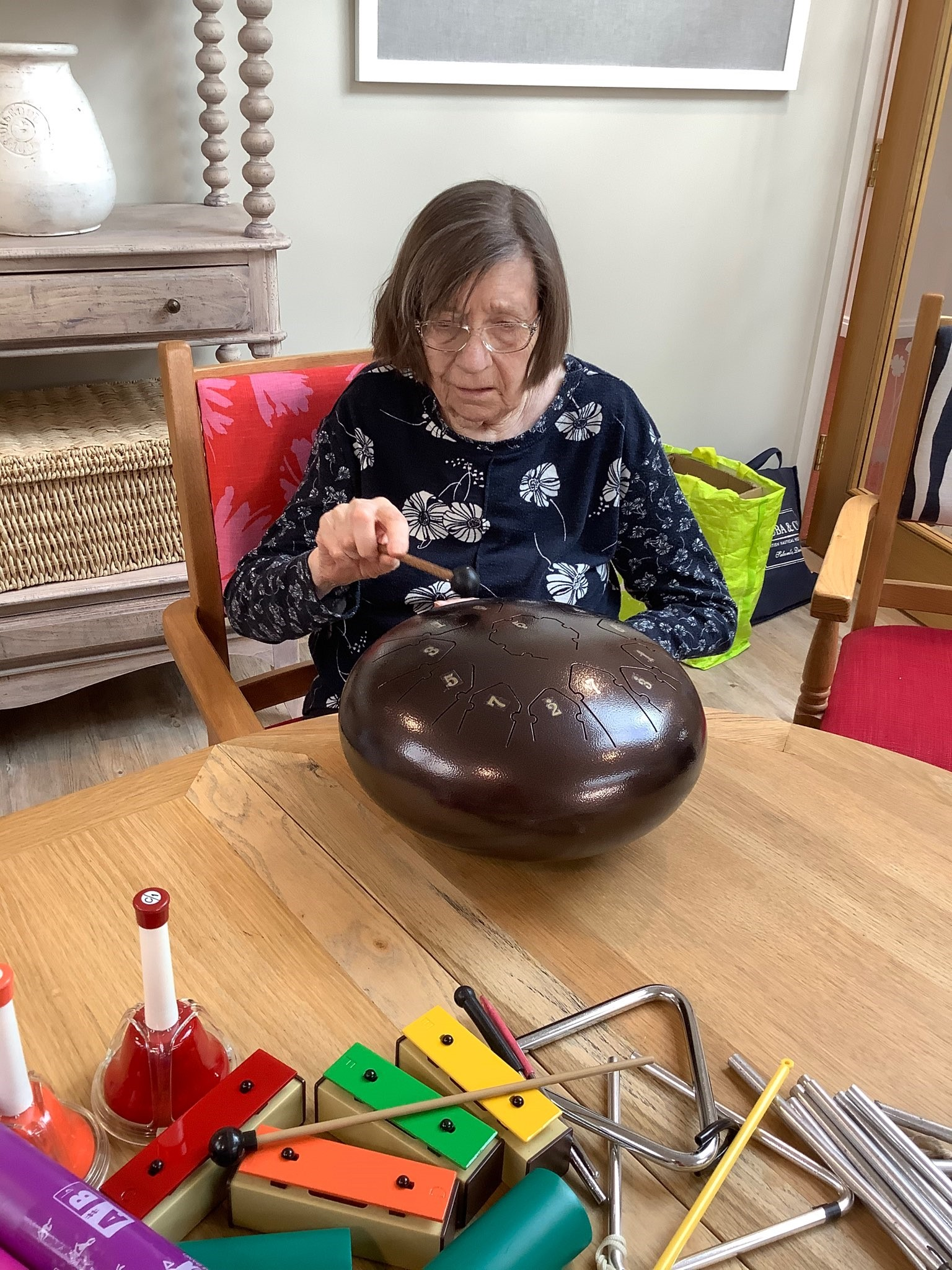 Vera Experimenting with the Tongue Drum (002)